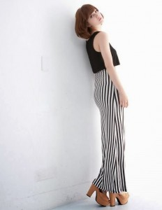 Long Dress Garis Vertikal Hitam Putih1